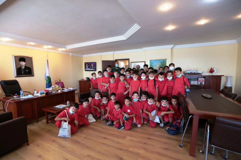 Mardin'in Nusaybin ilçesinden gelen çocukların Büyükada Keyfi